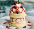 ストロベリーカシスの ホワイトデーパンケーキ